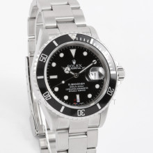 Rolex Submariner Date 16610 LN 40mm Stainless Steel, Black Dial & Bezel on an Oyster Bracelet - Men's Pre-Owned No Holes Watch