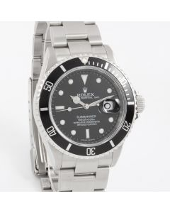 Rolex Submariner Date 16610 LN 40mm Stainless Steel, Black Dial on an Oyster Bracelet